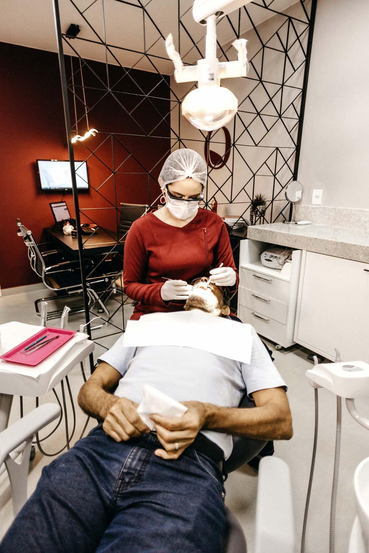 Fluoride schädigen unseren Zahnhalteapparat sagt Dr. med. dent. Nicole Wagner